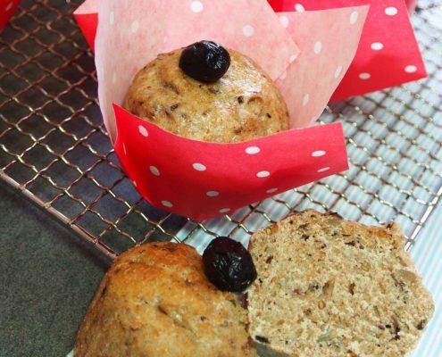 Brotmuffins selber gebacken mit Oliven